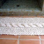 Beyaz örgü banyo paspası
