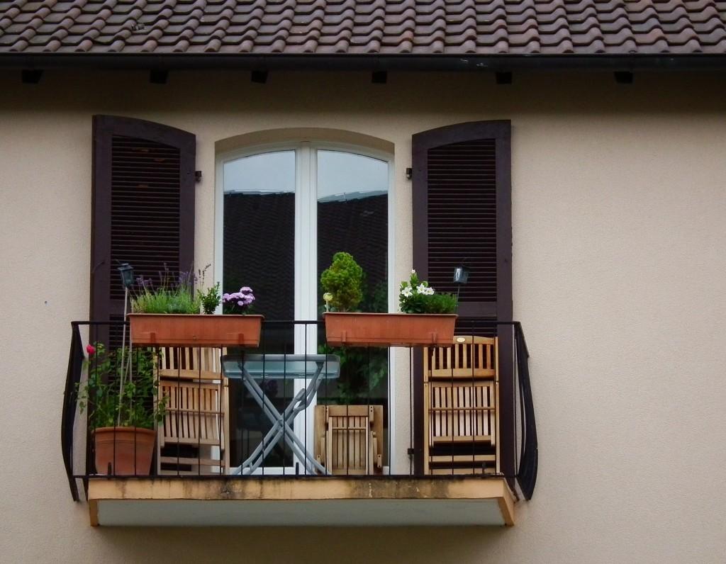 File:Einladender Balkon.JPG