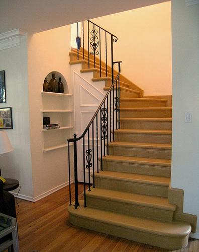 merdivenlerde_kitaplik.jpg