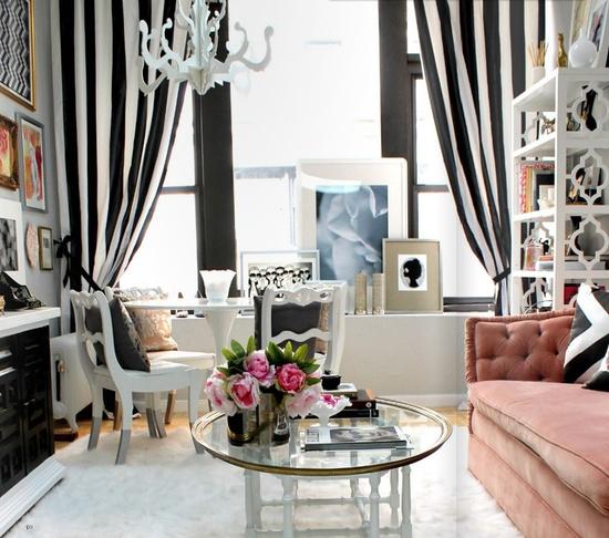Siyah beyaz çizgili modası evlere girerse