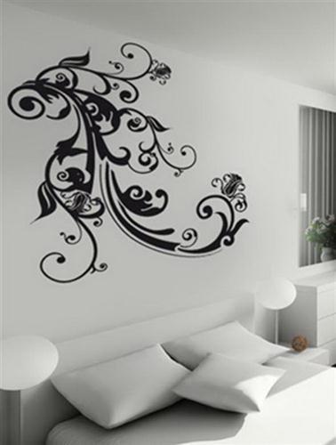 beyaz duvar üstüne çiçek motifli duvar çıkartması