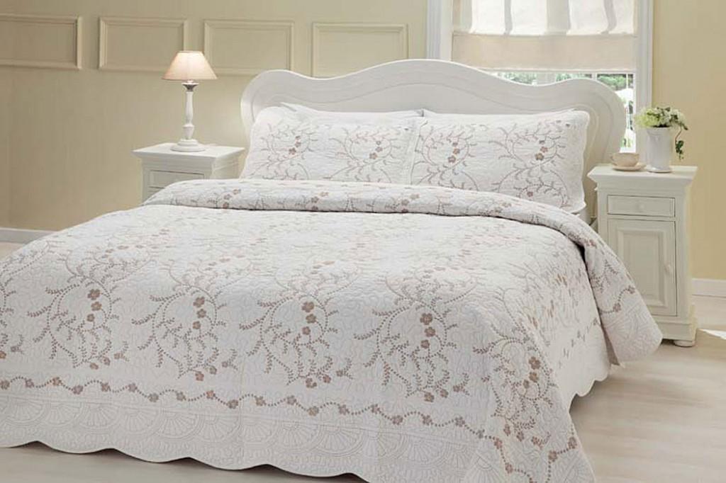 En Güzel Taç Günlük Yatak Örtüsü Modelleri
