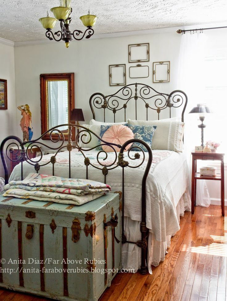 Yatak odası dekorasyonunda ferforje karyola