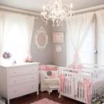 pudra pembe tonlarında çok sevimli kız bebek odası modeli