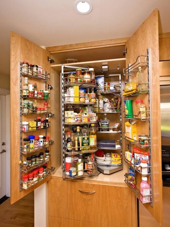 Nana ve Oğlu Çağan: Mutfak Dolabı