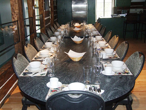 24-kişilik-yemek-masası-modelleri | Dekorstili.com