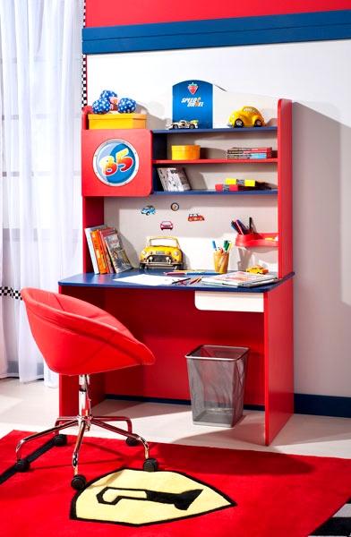 Kırmızı-çalışma-masası-çocuk-odası | Dekorstili.com