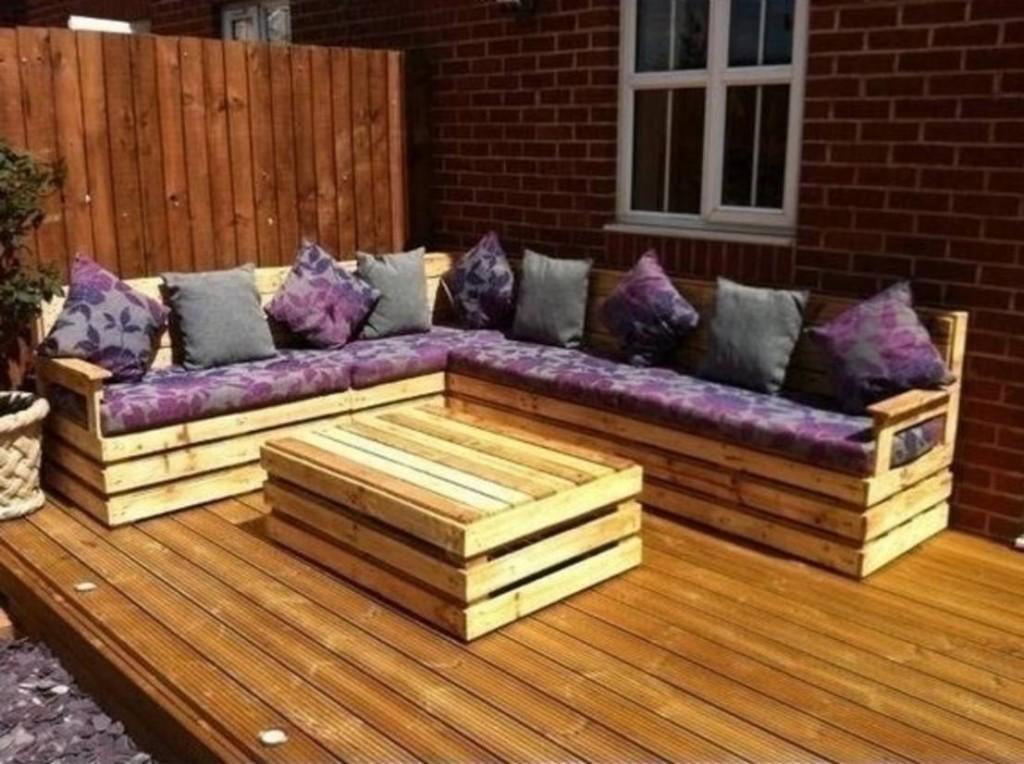 Paletten yapılan sıra dışı bahçe mobilyaları