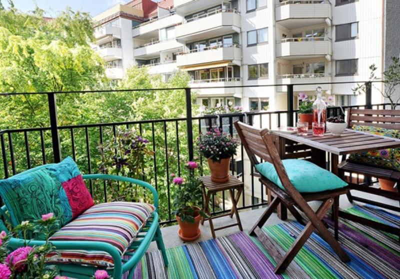Küçük Balkon Dekorasyonu Fikirleri ile Balkonlar Rengarenk ...