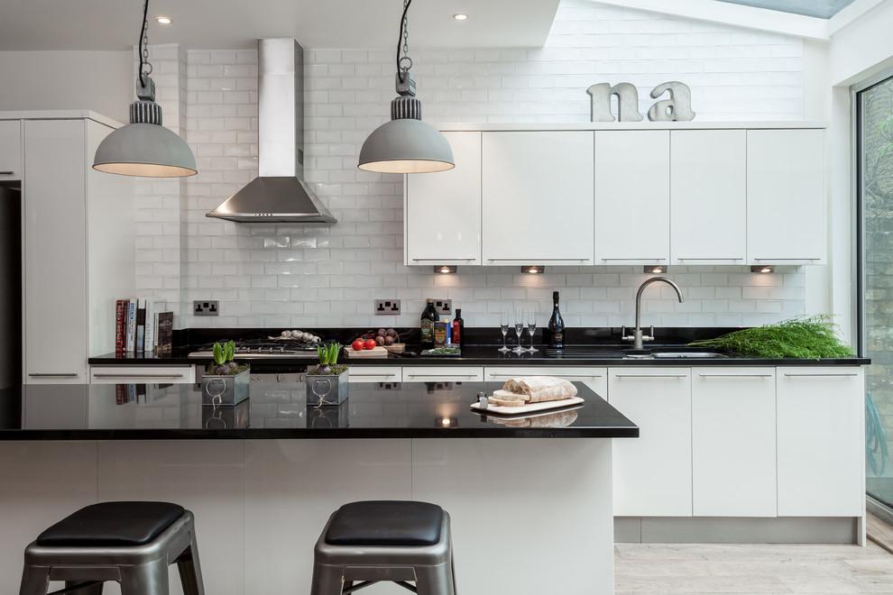 Siyah-Beyaz Mutfak Dolapları ve Mutfak dekorasyonu Örnekleri